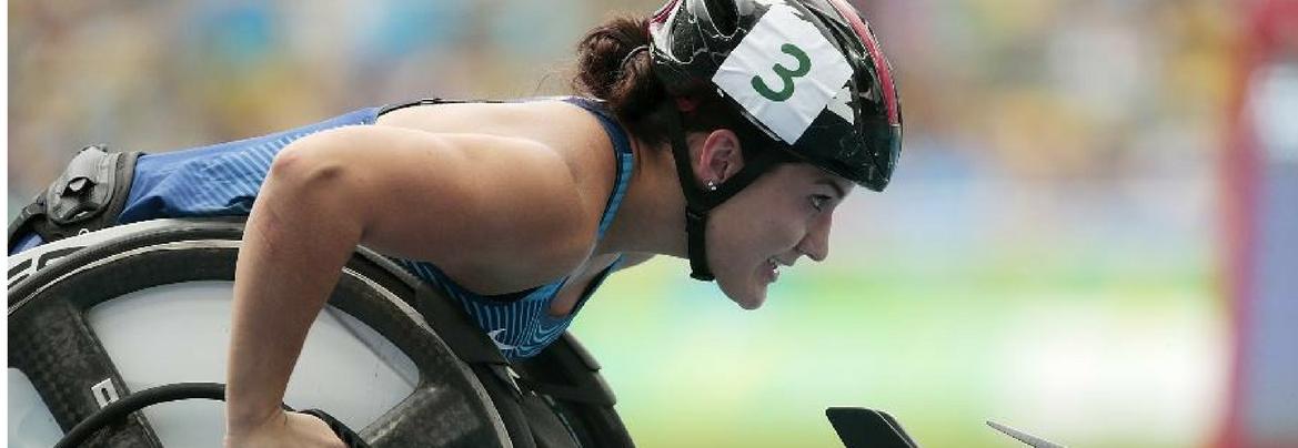 Chelsea McClammer disputa a prova dos 400m T53 nas Paraolimpíadas com nova cadeira de rodas  imagem: A. Loureiro/Getty Images